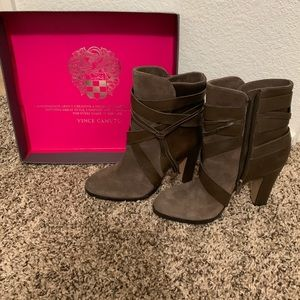 Vince Camuto Size 7 Taupe Ankle Boot